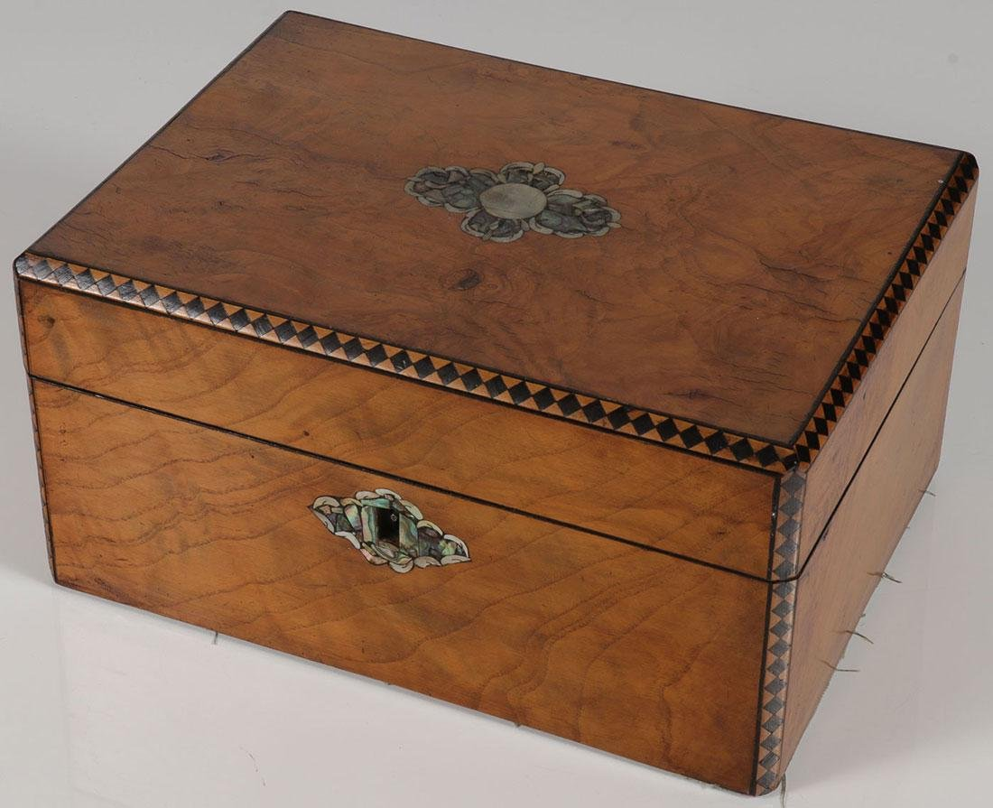 A LOVELY VENEERED AND INLAID BOX, 19TH CENTURY