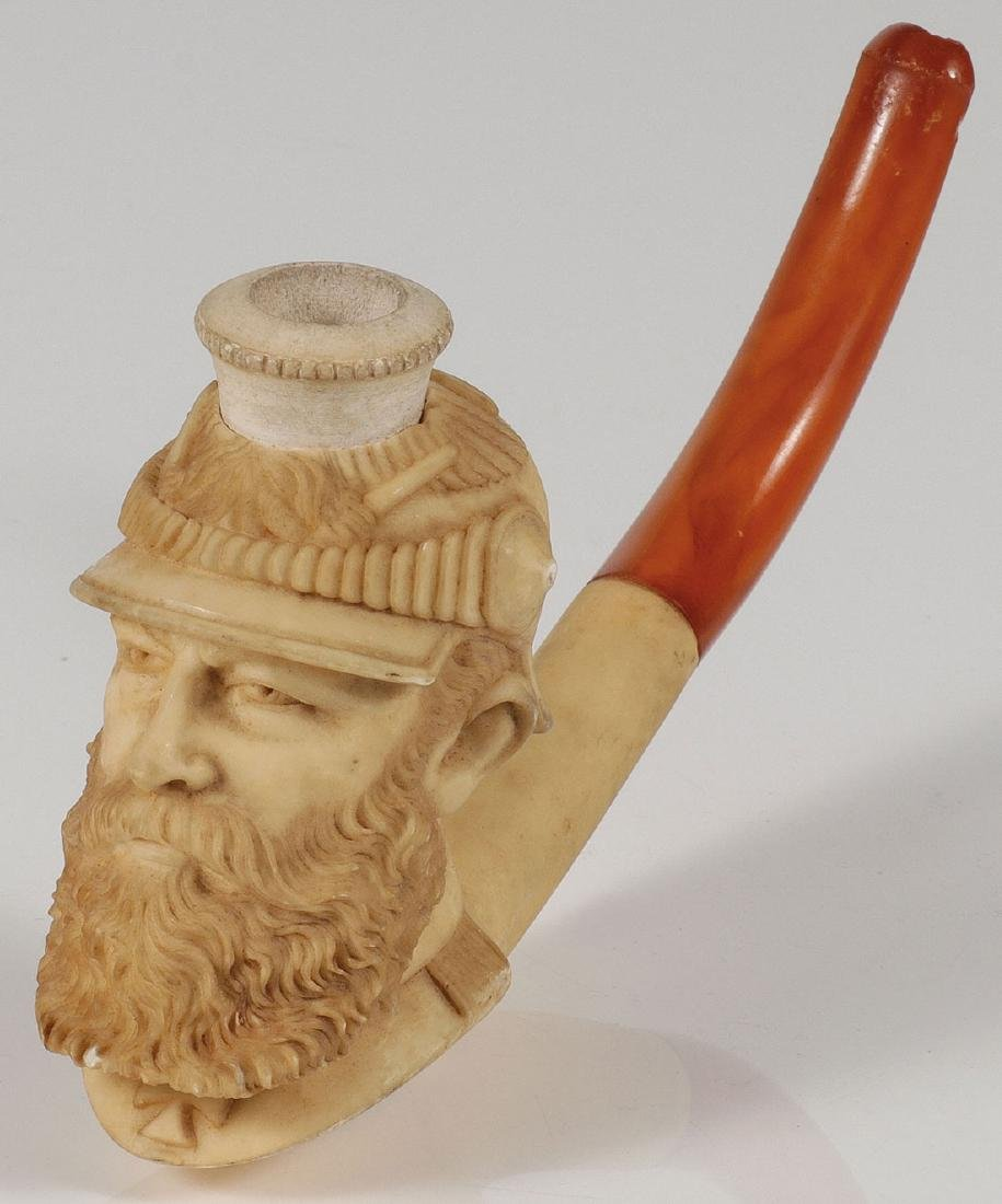 AN INTERESTING CARVED MEERSCHAUM PIPE