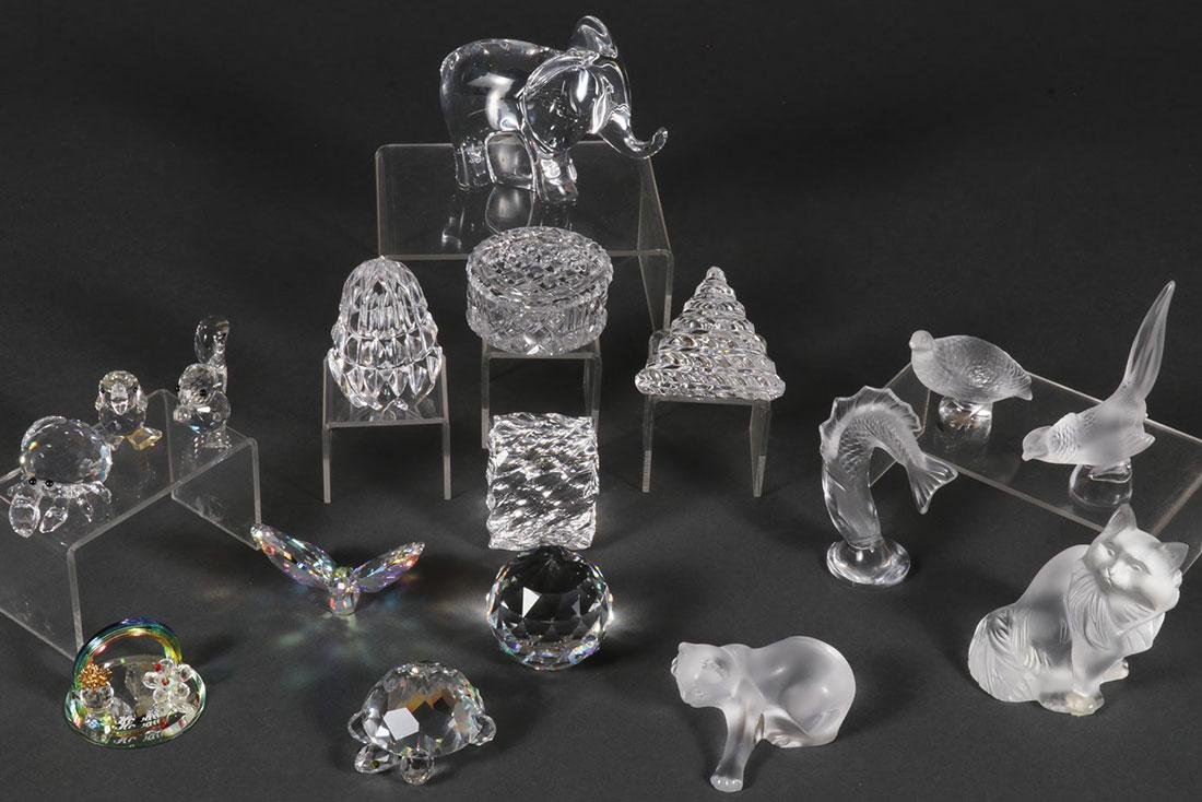 A GROUP OF SIXTEEN LALIQUE, SWAROVSKI, & BACCARAT