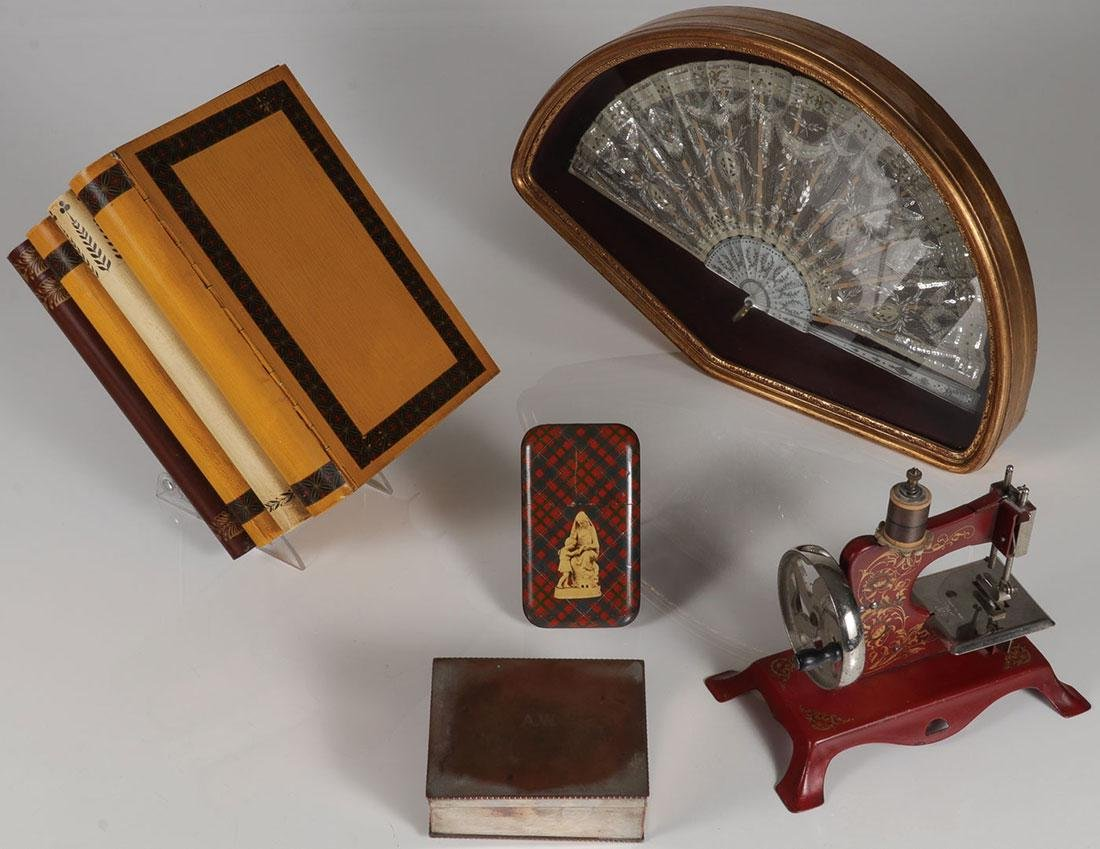 A GROUP OF VARIOUS DECORATIVE  OBJECTS