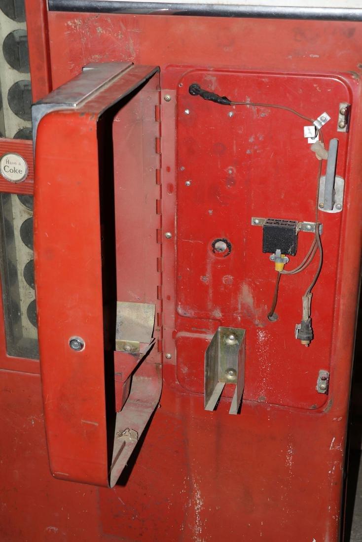 A COCA COLA VENDO MODEL H81-D POP MACHINE - 2