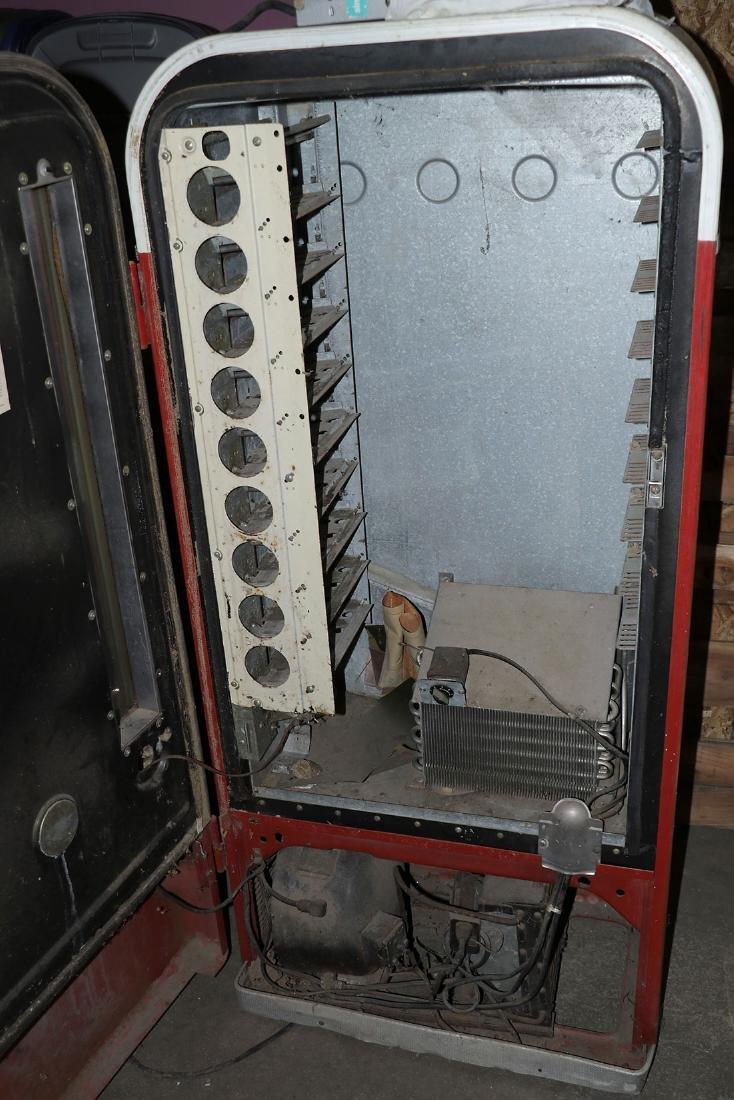 A COCA COLA VENDO MODEL H81-D POP MACHINE - 3