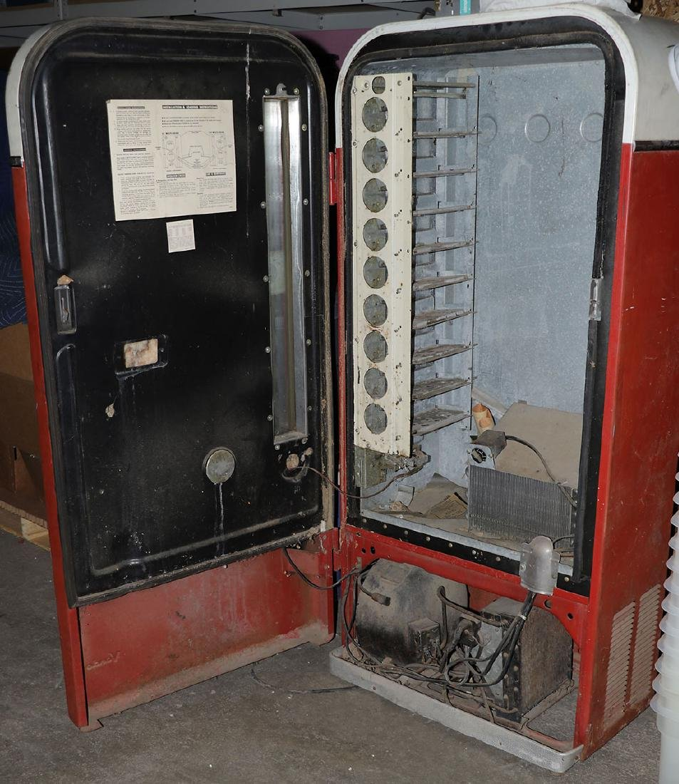 A COCA COLA VENDO MODEL H81-D POP MACHINE - 4