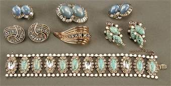 1036: A LADIES VINTAGE COSTUME JEWELRY GROUP mid 20th c