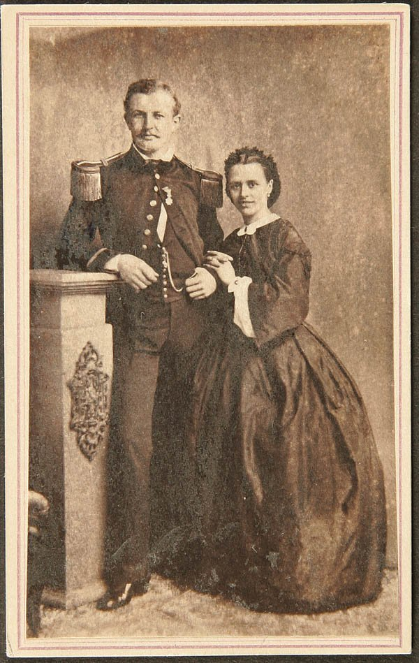 1916: CIVIL WAR CDV NAVAL OFFICER and wife, photographe