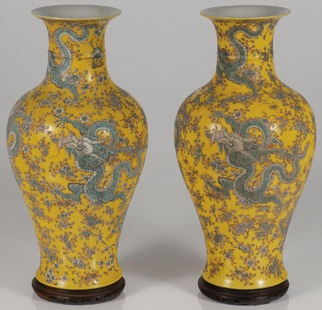 A PAIR OF FINE CHINESE PORCELAIN DRAGON VASES
