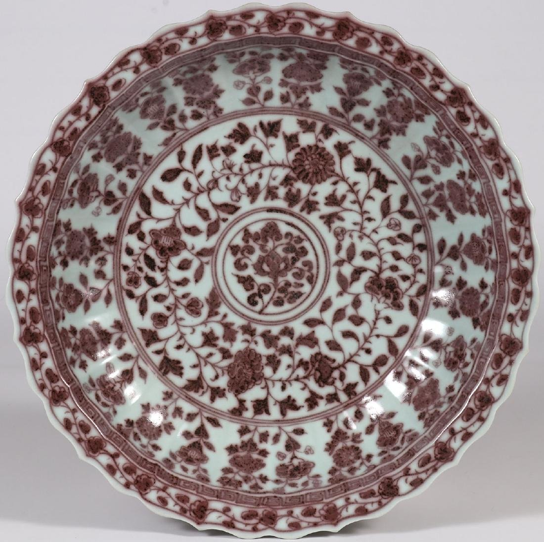 A LARGE CHINESE PORCELAIN CHARGER