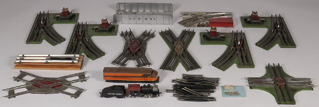 A GROUP OF MODEL TRAIN SWITCHES AND ACCESSORIES - 3