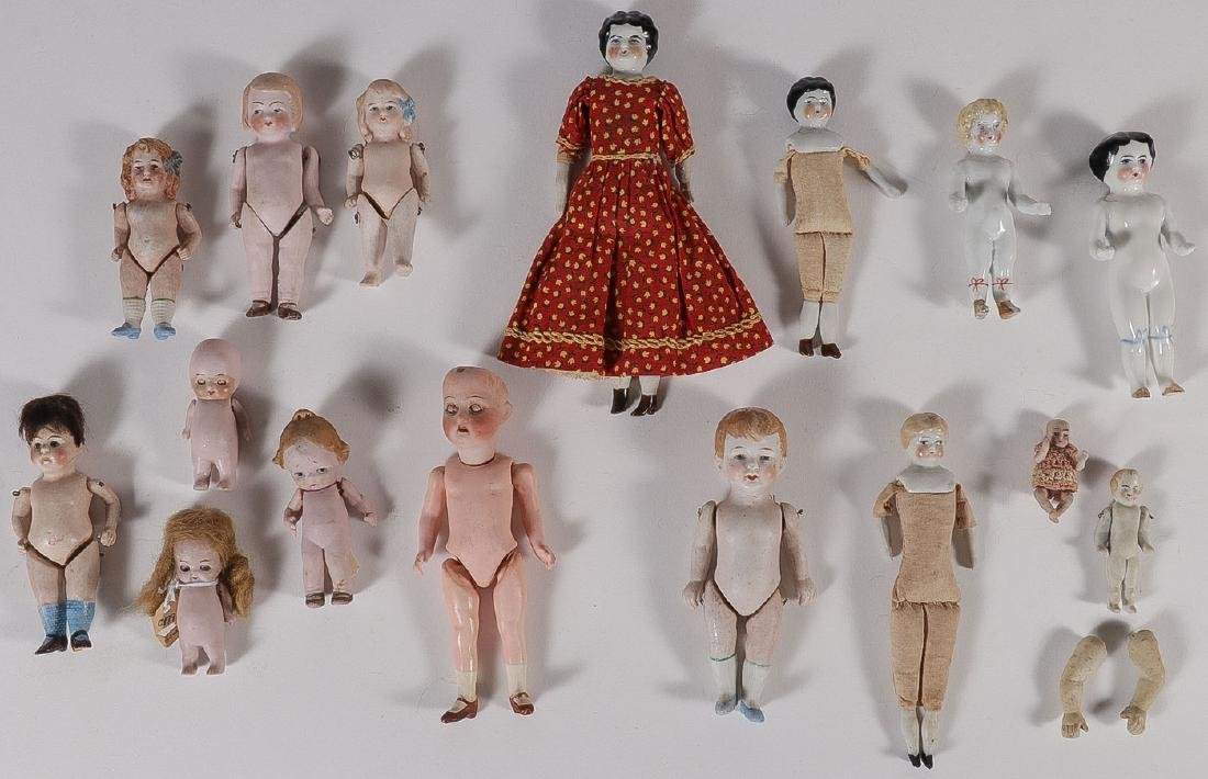 35 BISQUE AND CHINA DOLLS, 19TH CENTURY - 2