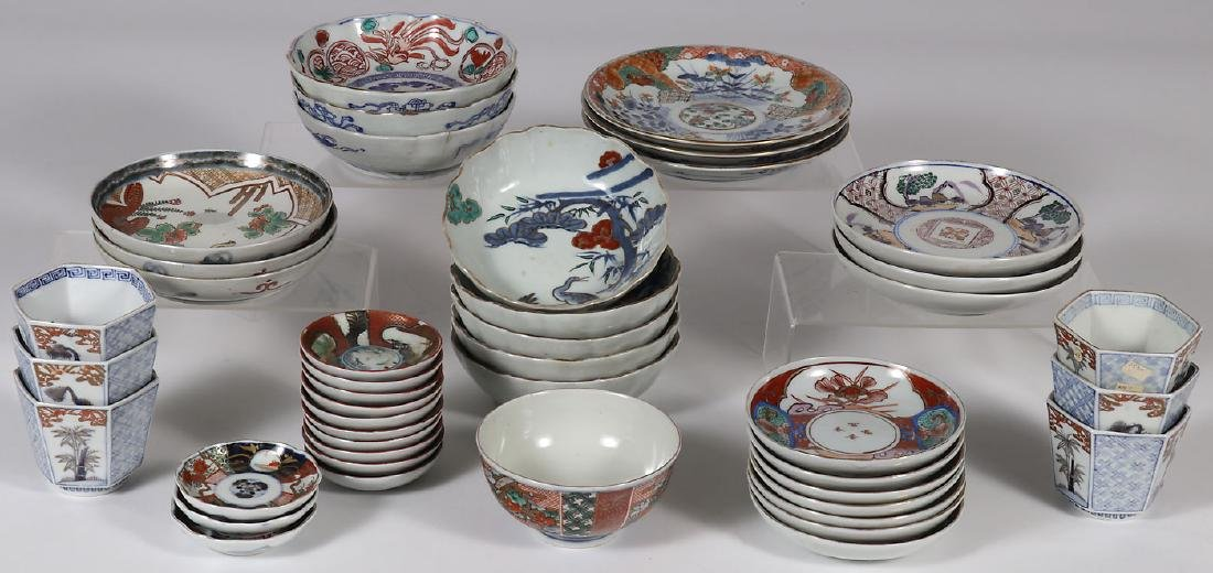 44 PIECES OF JAPANESE IMARI PORCELAIN, MEIJI