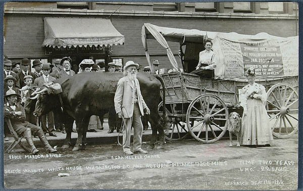 616: A REAL PHOTO COVERED WAGON POSTCARD of the Old Or