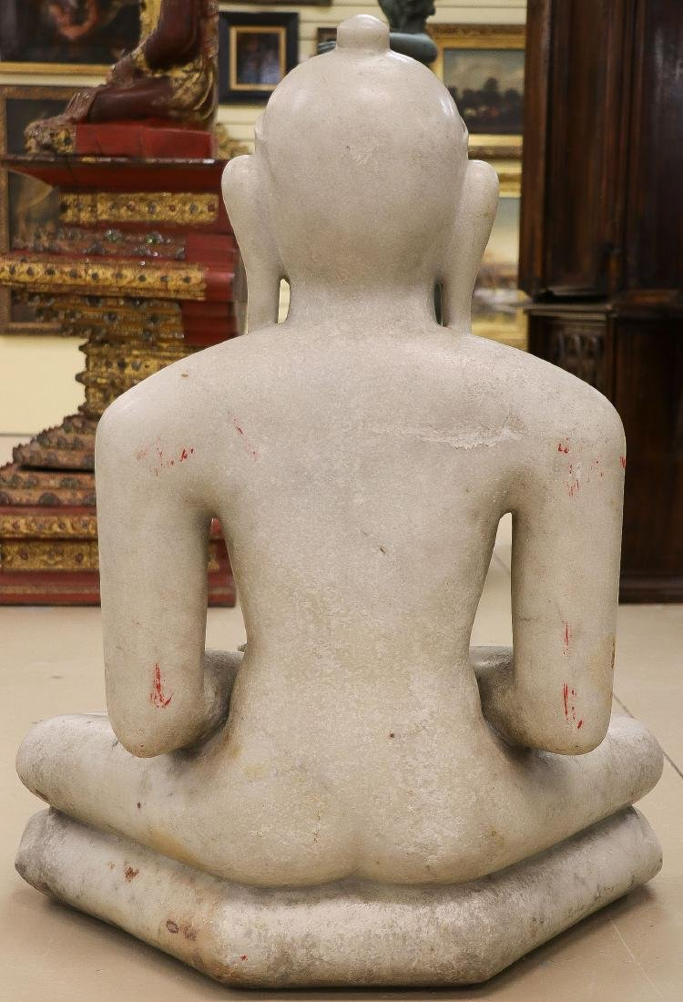 A LARGE AND IMPOSING CARVED MARBLE BUDDHA - 2