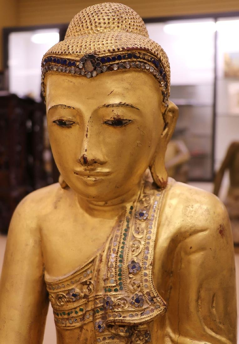 A LARGE AND IMPOSING CARVED GILT WOOD BUDDHA - 3