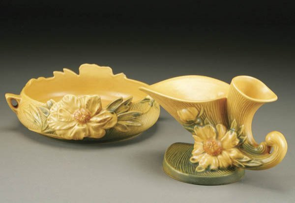 16: A 2-PIECE ROSEVILLE PEONY POTTERY GROUPING; a bow