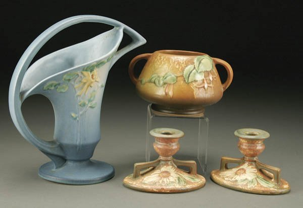 19: A 4-PIECE GROUPING OF ROSEVILLE POTTERY including