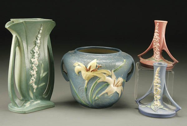 20: A 4-PIECE GROUPING OF ROSEVILLE POTTERY; includin