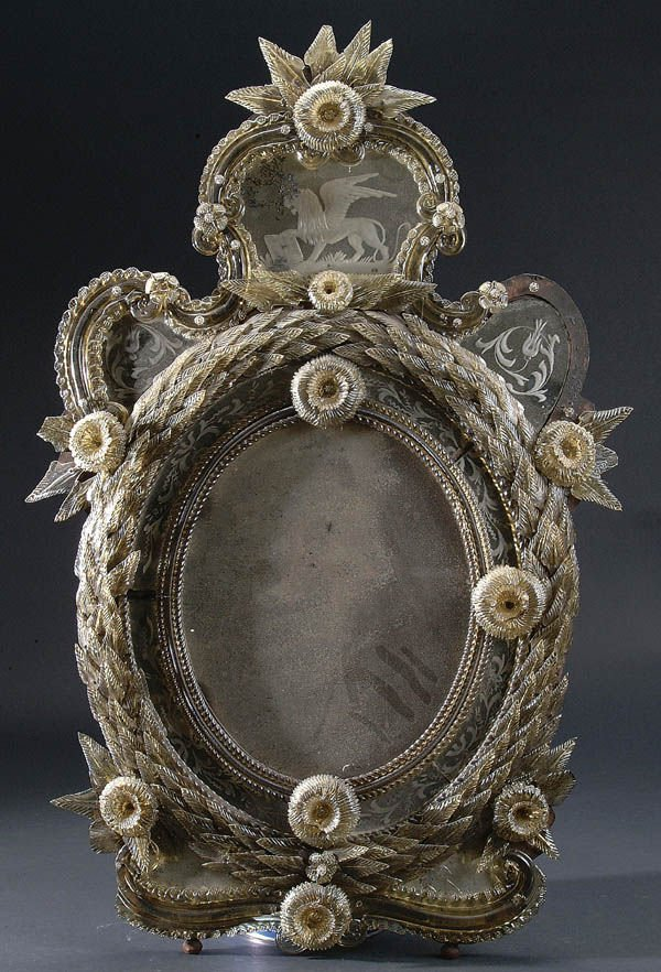 669: A VENETIAN ROCOCO STYLE APPLIED AND ETCHED GLASS
