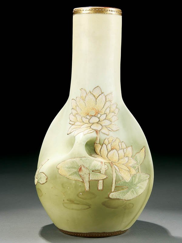 5: A NIPPON CORALENE TWO-HANDLED VASE