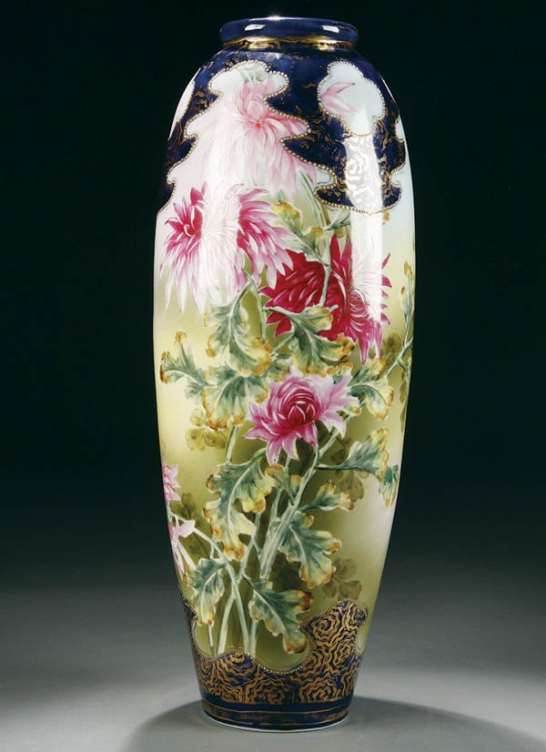 19: A LARGE HAND PAINTED NIPPON FLORAL DECORATED VASE