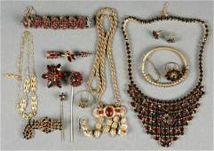 491 A VERY FINE BOHEMIAN GARNET NECKLACE AND JEWELRY