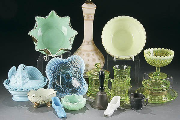 24: 16 PIECE VINTAGE COLORED PRESSED GLASS GROUP 19th