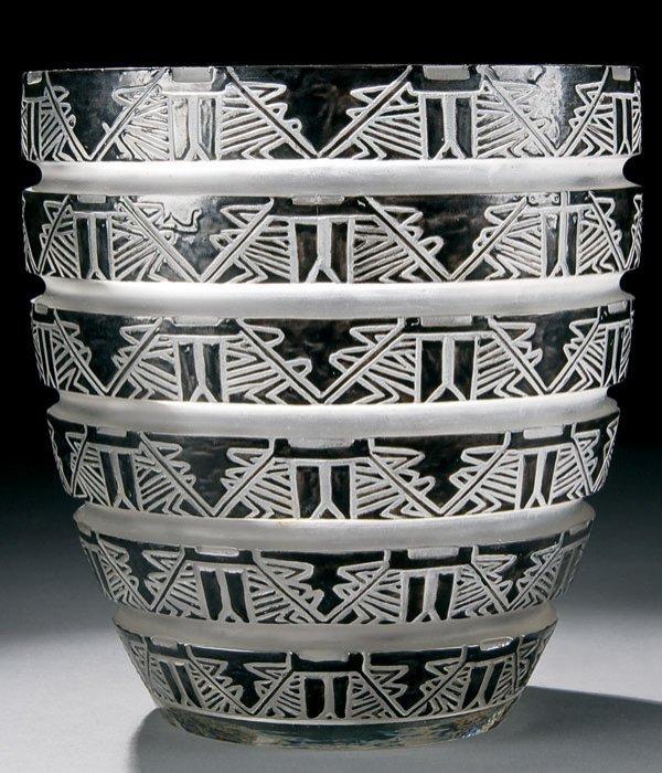 465: R. Lalique Lagamar glass vase