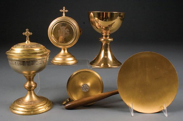 763B: A GROUP OF GOLD-PLATED COMMUNION WARE circa 1940-