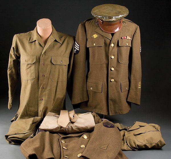 1433: A US WWII UNIFORM GROUPING, consisting of 4-pocke