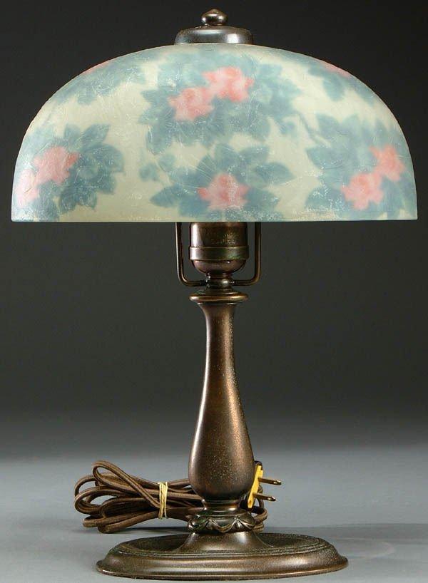 10: A FINE HANDEL BOUDOIR LAMP C. 1910, with oval rev