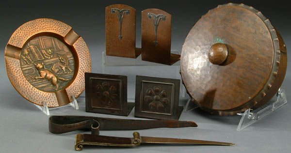 11: A SIX PIECE GROUP OF ARTS AND CRAFTS COPPER ITEMS