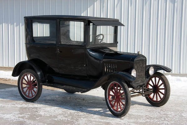603: A GOOD 1923 MODEL T TWO DOOR SEDAN, a very nice m