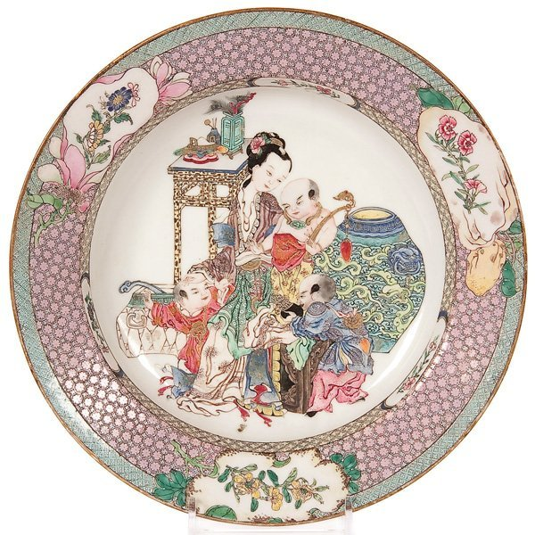 581: A CHINESE RUBY BACK 'FAMILLE-ROSE' DISH