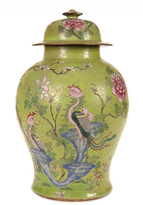 587: A CHINESE 'FAMILLE ROSE' PORCELAIN TEMPLE JAR
