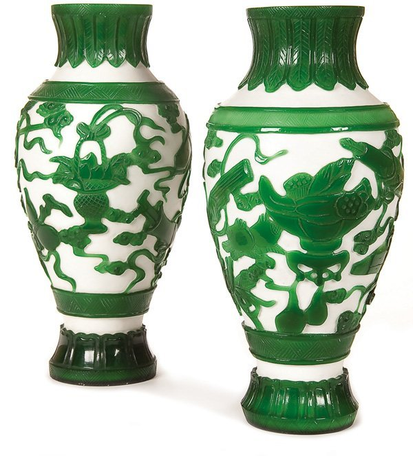 594: A FINE PAIR OF CHINESE PEKING GLASS VASES