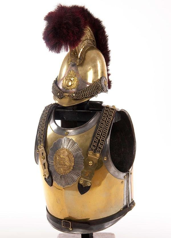 397: A FRENCH CARABINEERS HELMET AND CUIRASS GROUP