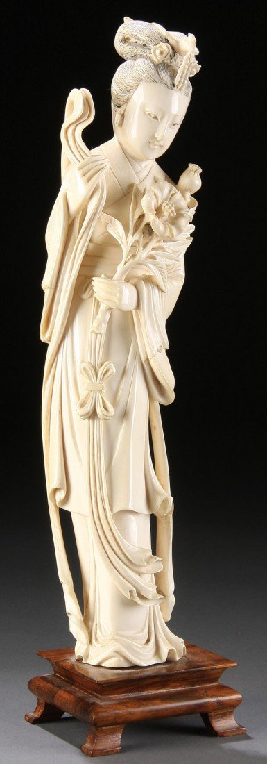 556: A GOOD CHINESE CARVED IVORY FIGURE OF GUANYIN
