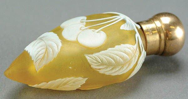 5: AN ENGLISH CAMEO GLASS PERFUME circa 1900 in citr