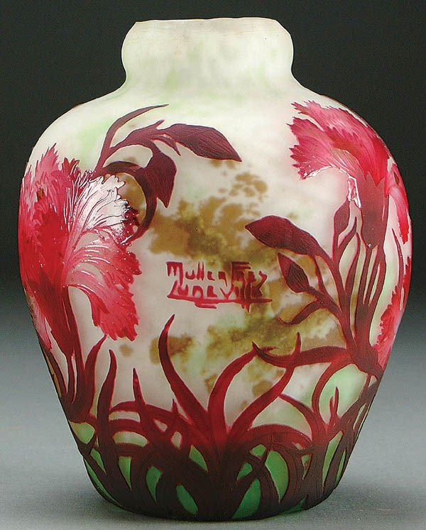 2: A MULLER FRENCH CAMEO GLASS VASE circa 1915 in gr