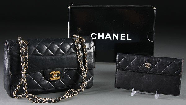 667: A CHANEL QUILTED BLACK LEATHER PURSE IN BOX