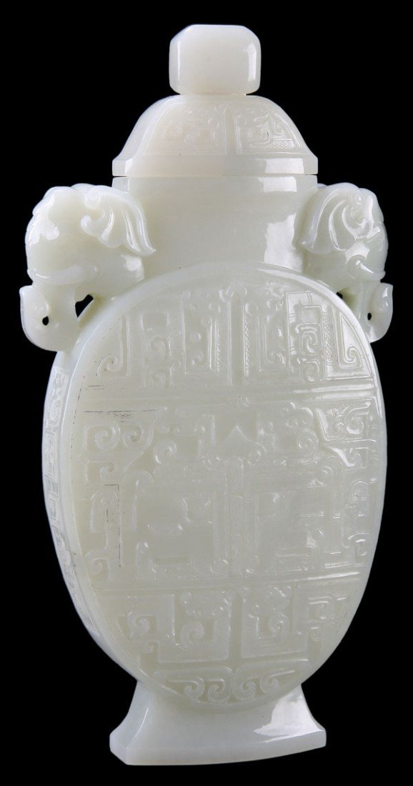 446: A VERY FINE CHINESE CARVED WHITE JADE LIDDED VASE