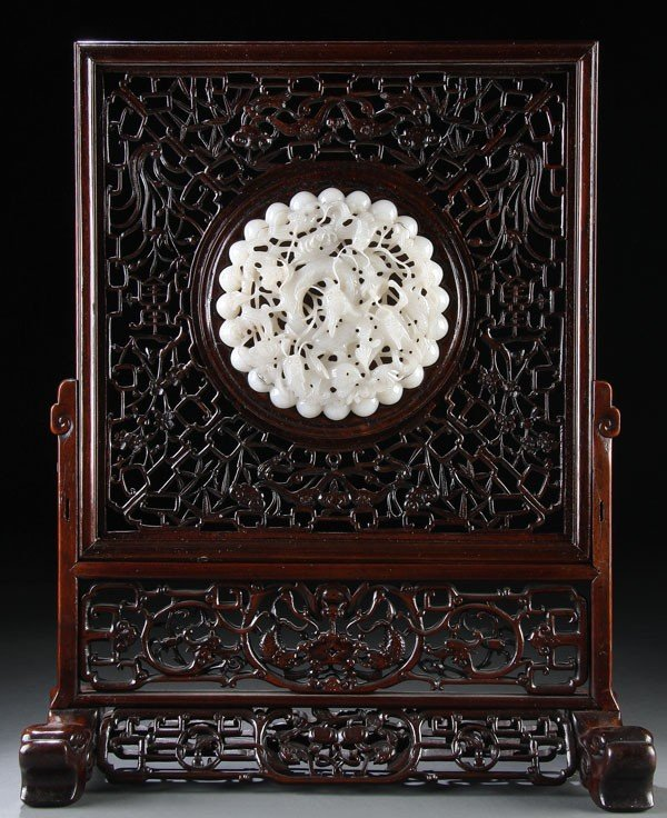 447: A FINE LARGE CHINESE CARVED WHITE TABLE SCREEN