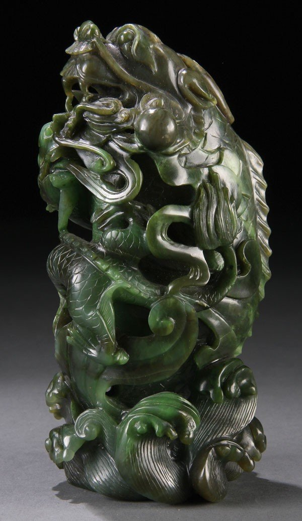 """467: A CHINESE CARVED SPINACH JADE """"DRAGONS"""" ORNAMENT"""