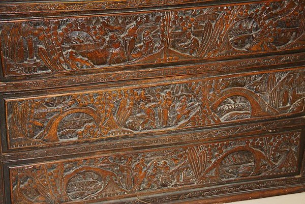 704: CHINESE EXPORT SCENIC CARVED CAMPHOR WOOD  CHEST - 4