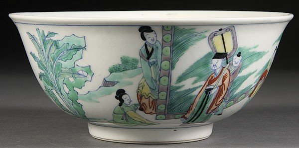 10: A CHINESE QING DYNASTY DOUCAI PORCELAIN BOWL