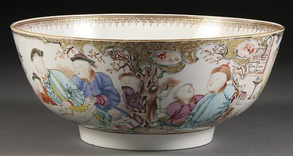 21: A CHINESE CANTON EXPORT PORCELAIN BOWL, 18TH/19TH C