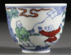 A CHINESE MING STYLE DOUCAI GLAZED PORCELAIN WINE C