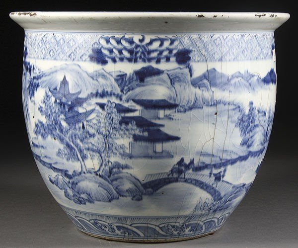 49: A CHINESE QING DYNASTY BLUE AND WHITE CERAMIC FISH