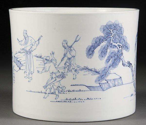54: A CHINESE BLUE & WHITE KANGXI STYLE DECORATED POT