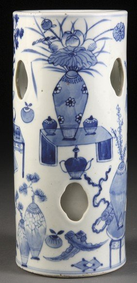 A CHINESE BLUE AND WHITE PORCELAIN HAT STAND, 19TH/