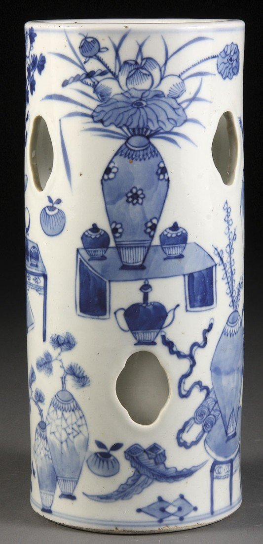 56: A CHINESE BLUE AND WHITE PORCELAIN HAT STAND, 19TH/